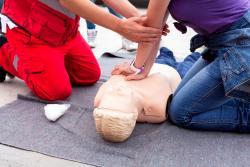 """""""Pomaganie jest fajne!"""" – rodzinne warsztaty pierwszej pomocy"""